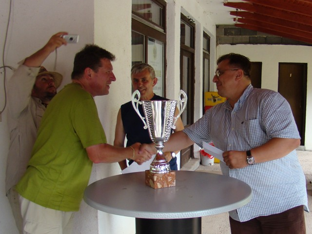 Pobednik Bizal dobija nagradu od kompanije LTG - Dr Talic