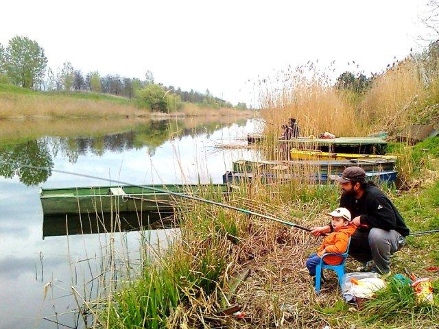Unuk dusko na pecanju s ocem i dedom