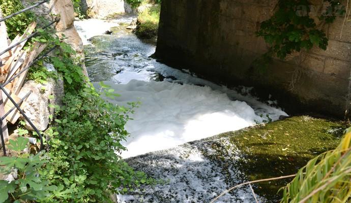 pjena na povrsini rijeke11