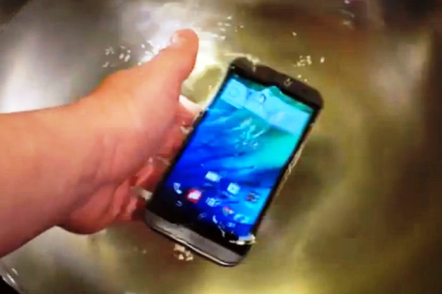 Kako da spasite telefon, ako vam upadne u vodu