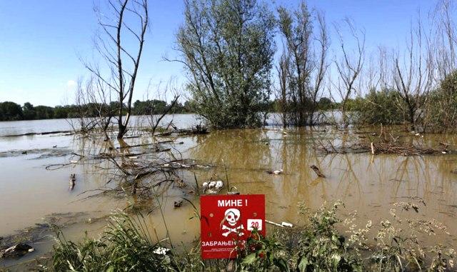 Rizično kupanje i ribolov u rekama zbog mina