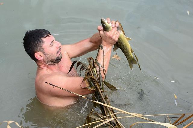 Lov ribe na tradicionalan način – rukama